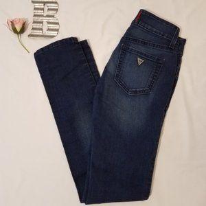 Guess sz. 25 Medium Rise Skinny Sarah Fit Jeans